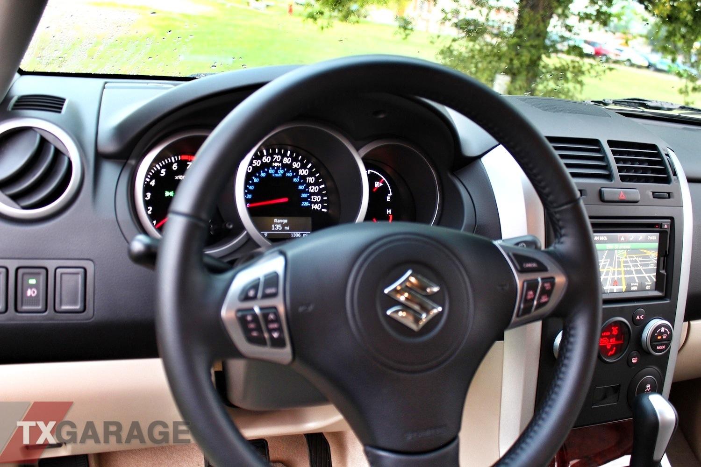 2013-Suzuki-Grand-Vitara-interior-008 | txGarage