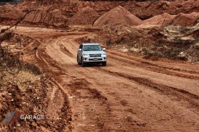 2013-Lexus-LX570-07