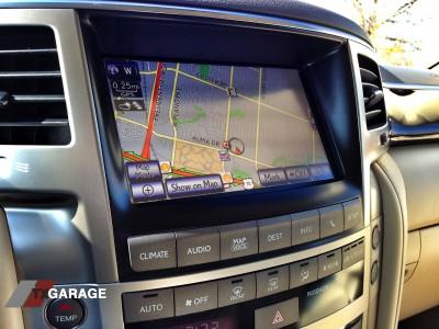 2013-Lexus-LX570-interior-02