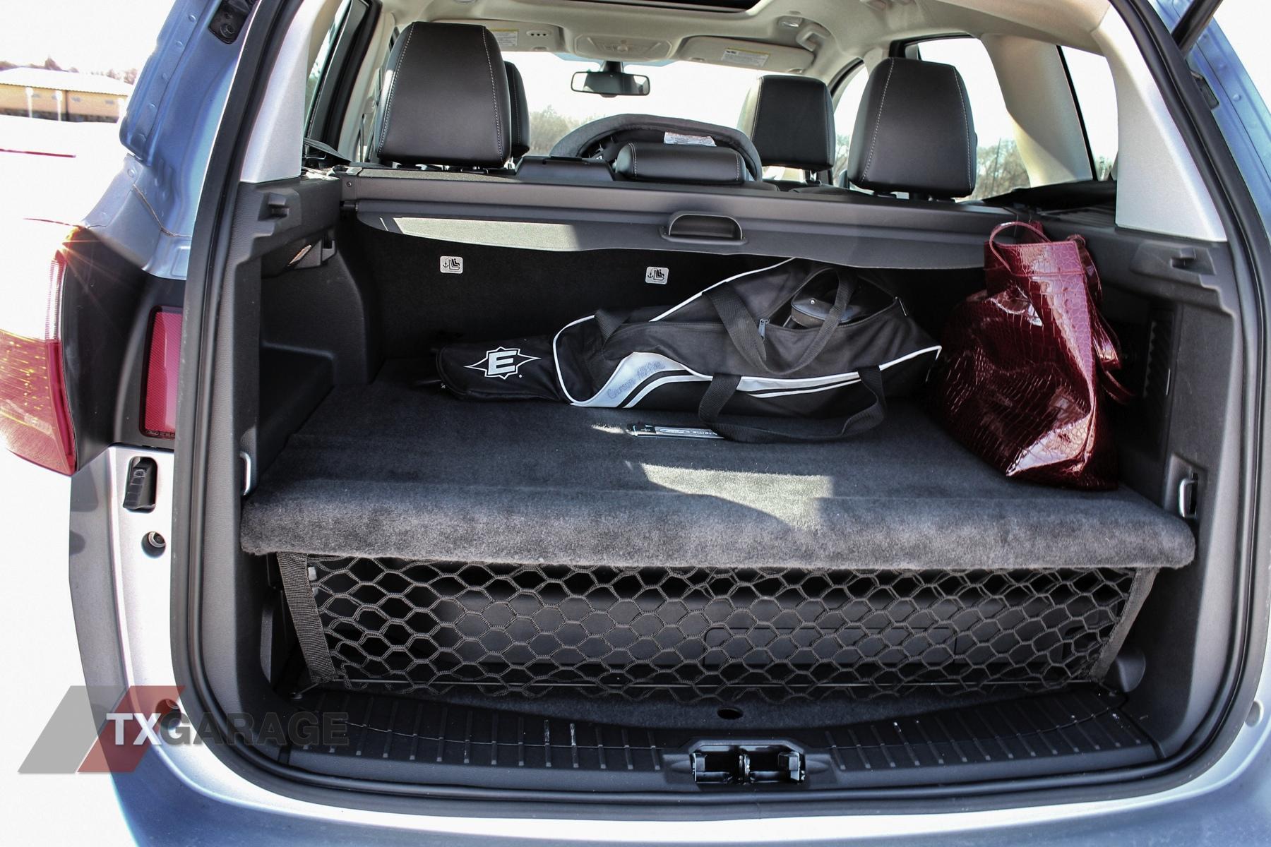 2013-Ford-C-Max-Energi-014