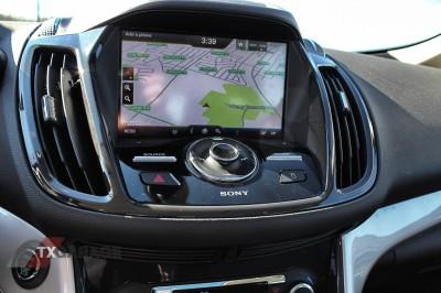 2013-Ford-C-Max-Energi-035