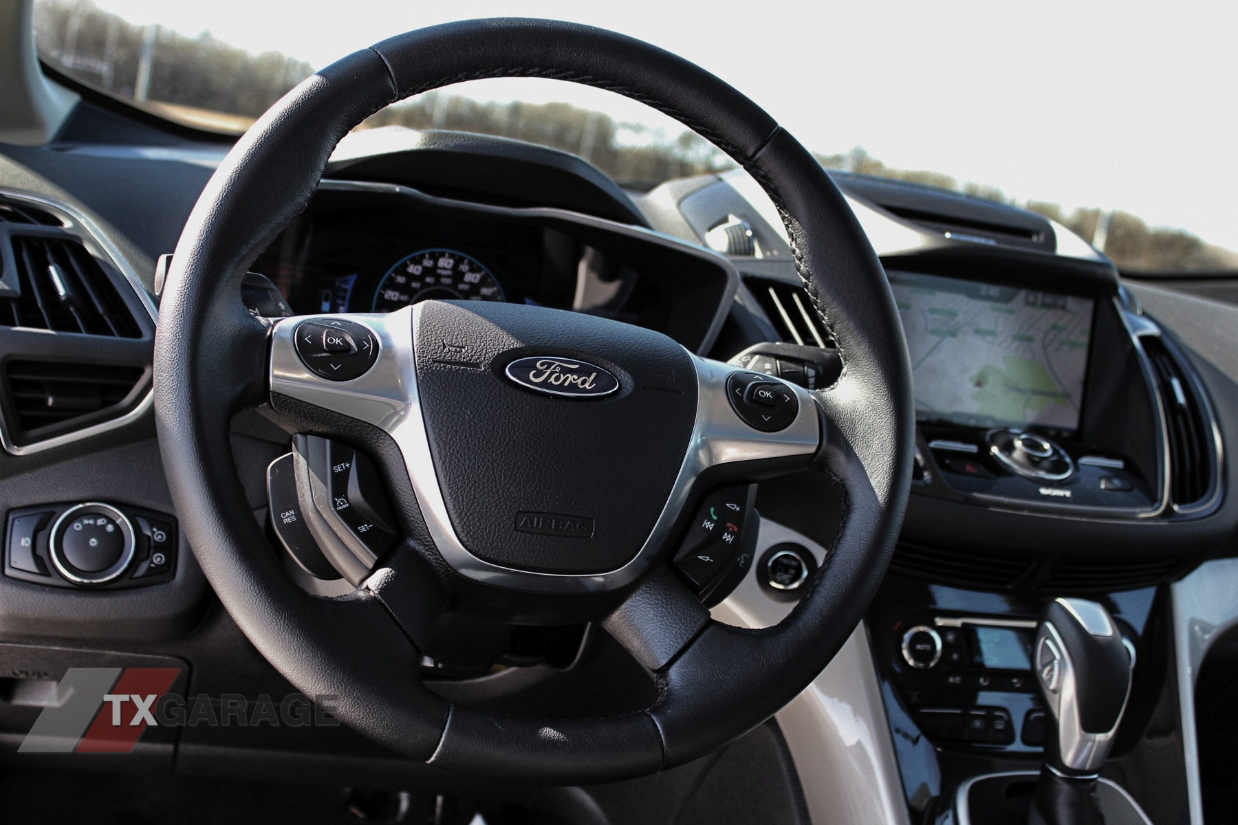 2013-Ford-C-Max-Energi-039