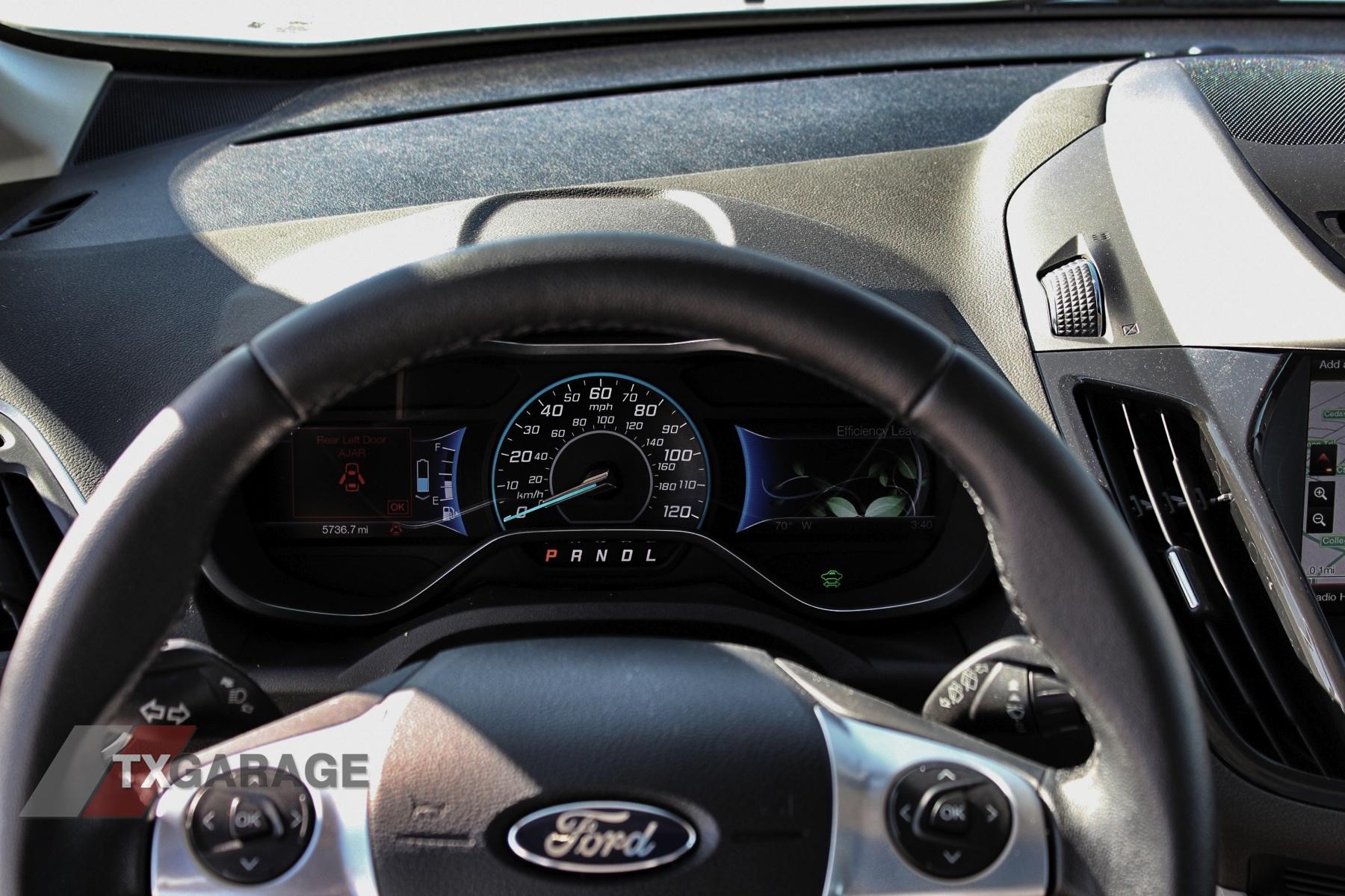 2013-Ford-C-Max-Energi-040
