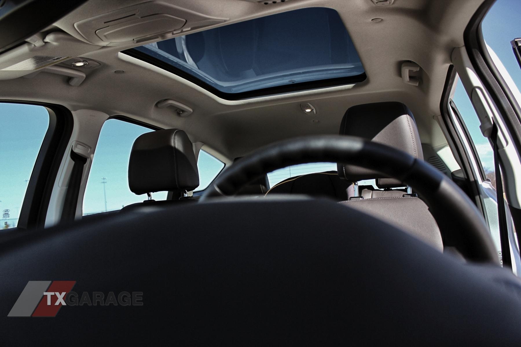 2013-Ford-C-Max-Energi-044