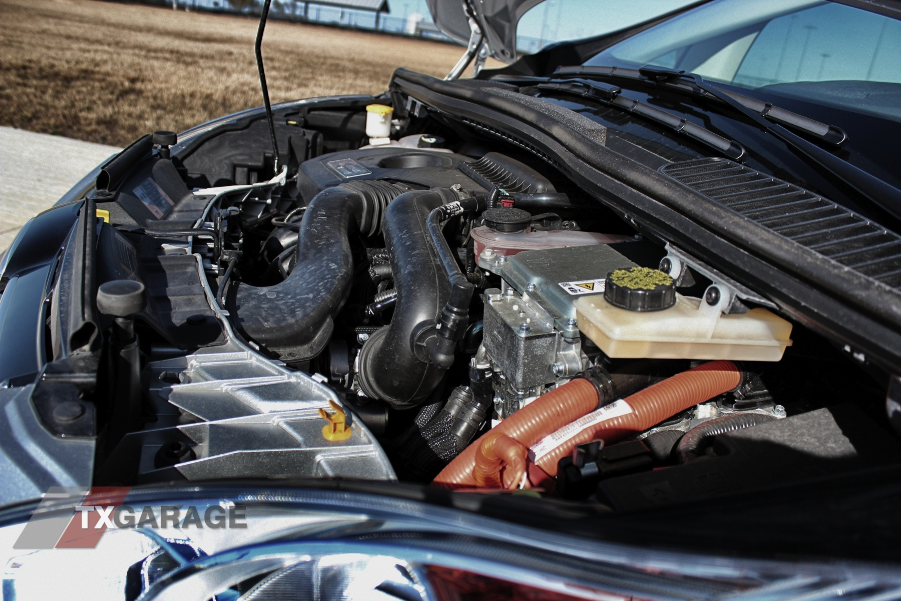 2013-Ford-C-Max-Energi-046