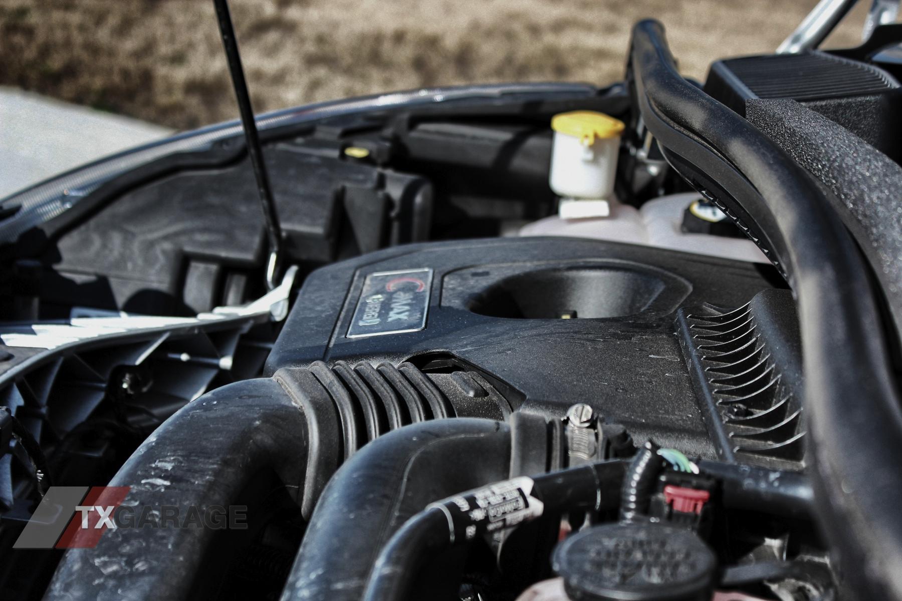 2013-Ford-C-Max-Energi-047