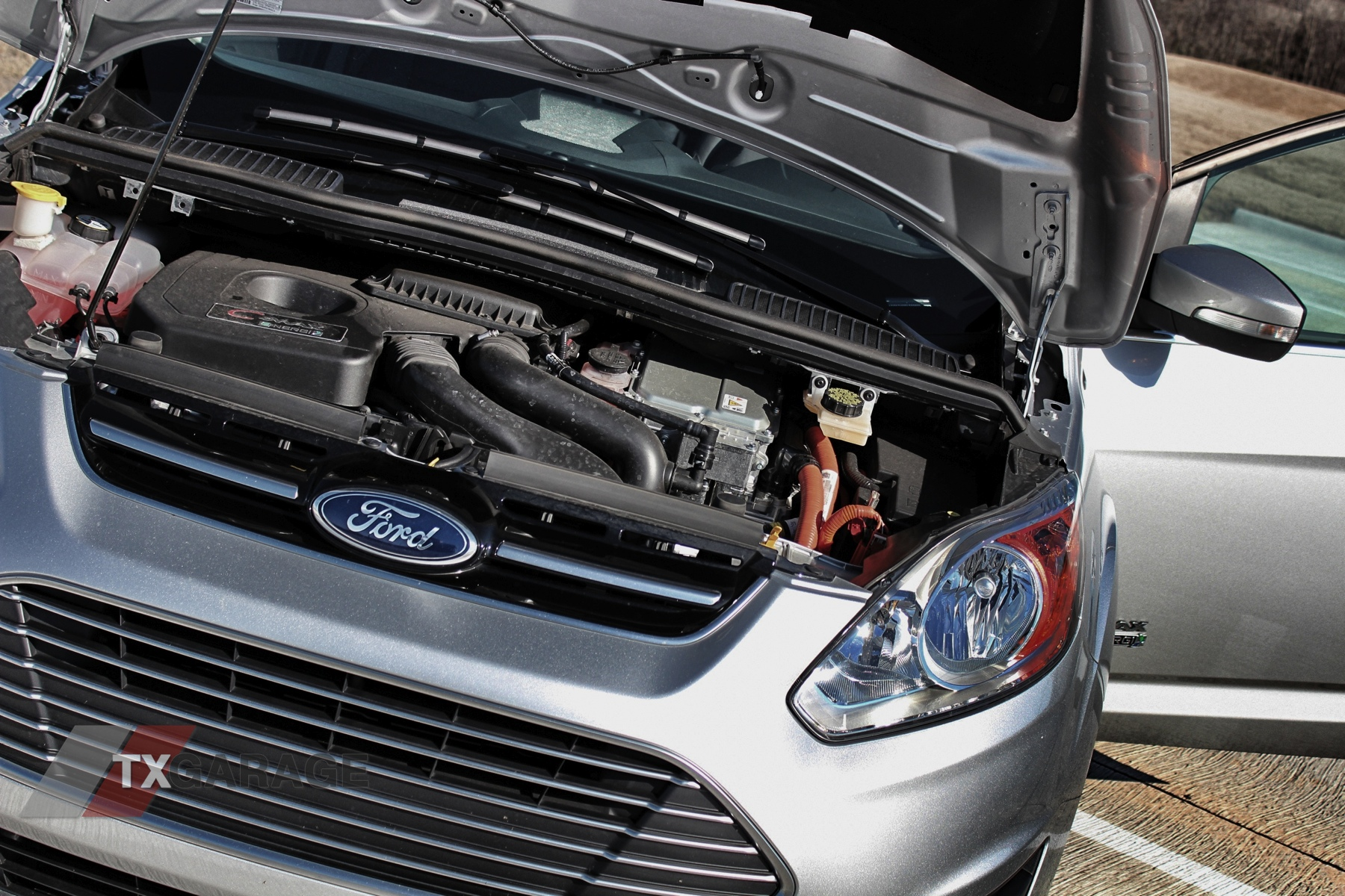 2013-Ford-C-Max-Energi-048