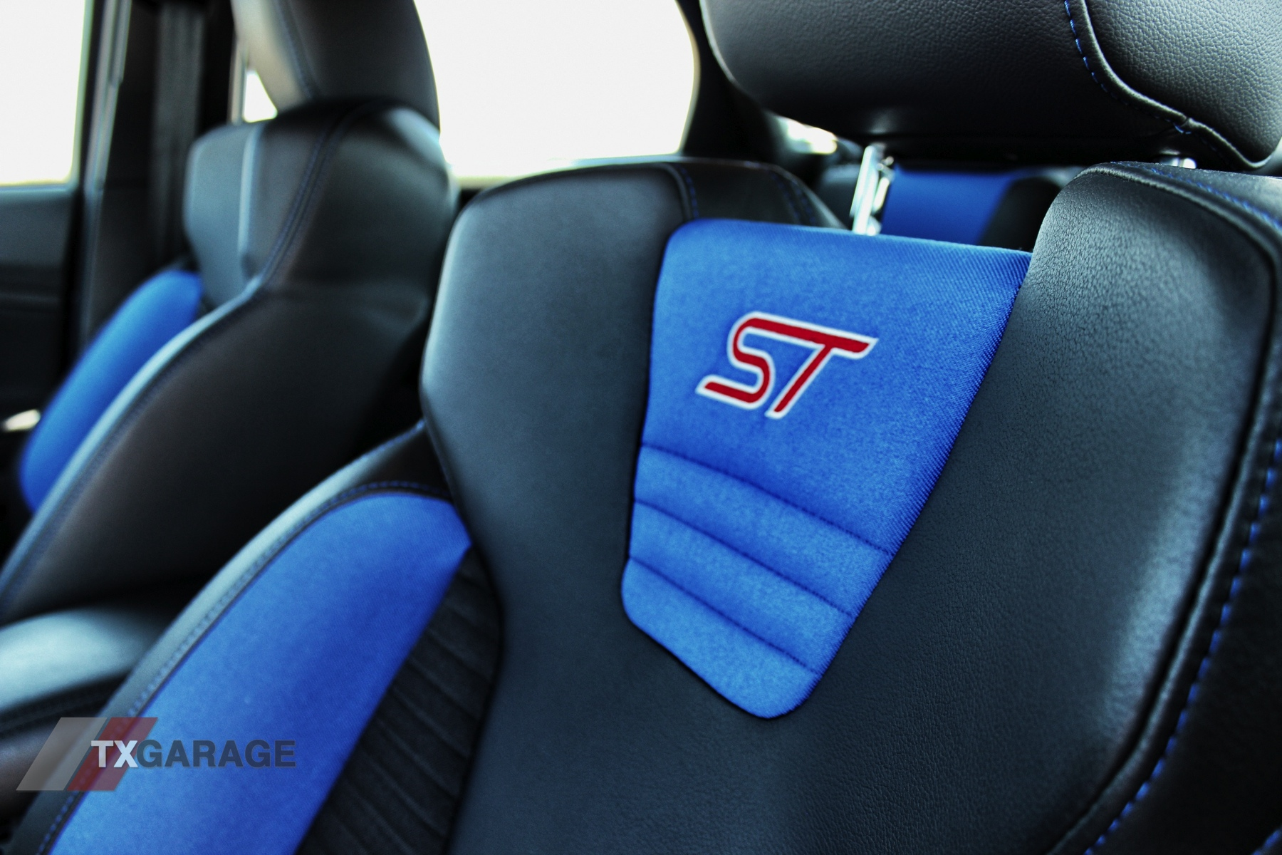 2013-Ford-Focus-ST-029