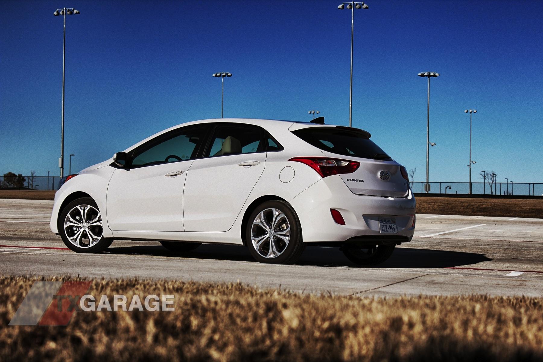 2013-Hyundai-Elantra-GT-021