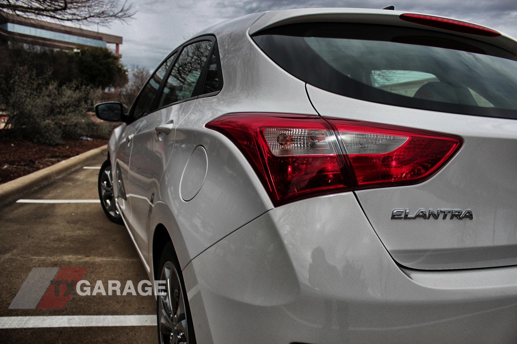 2013-Hyundai-Elantra-GT-05