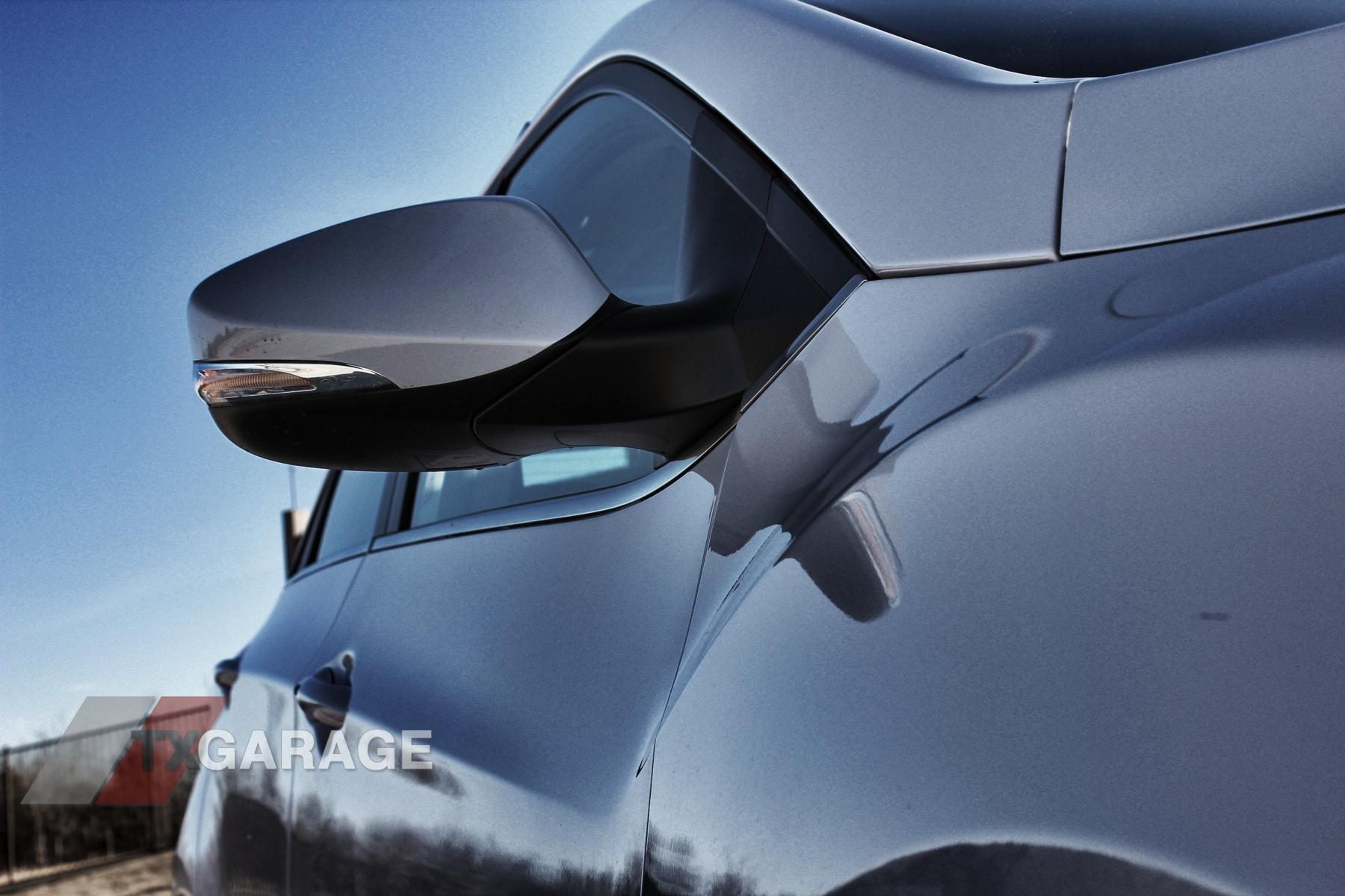 2013-Hyundai-Elantra-GT-054