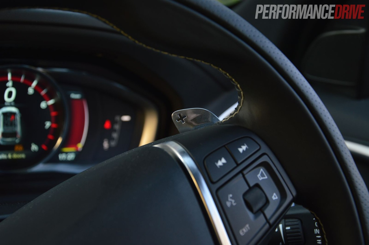 2014-Volvo-XC60-T6-R-Design-paddle-shifters