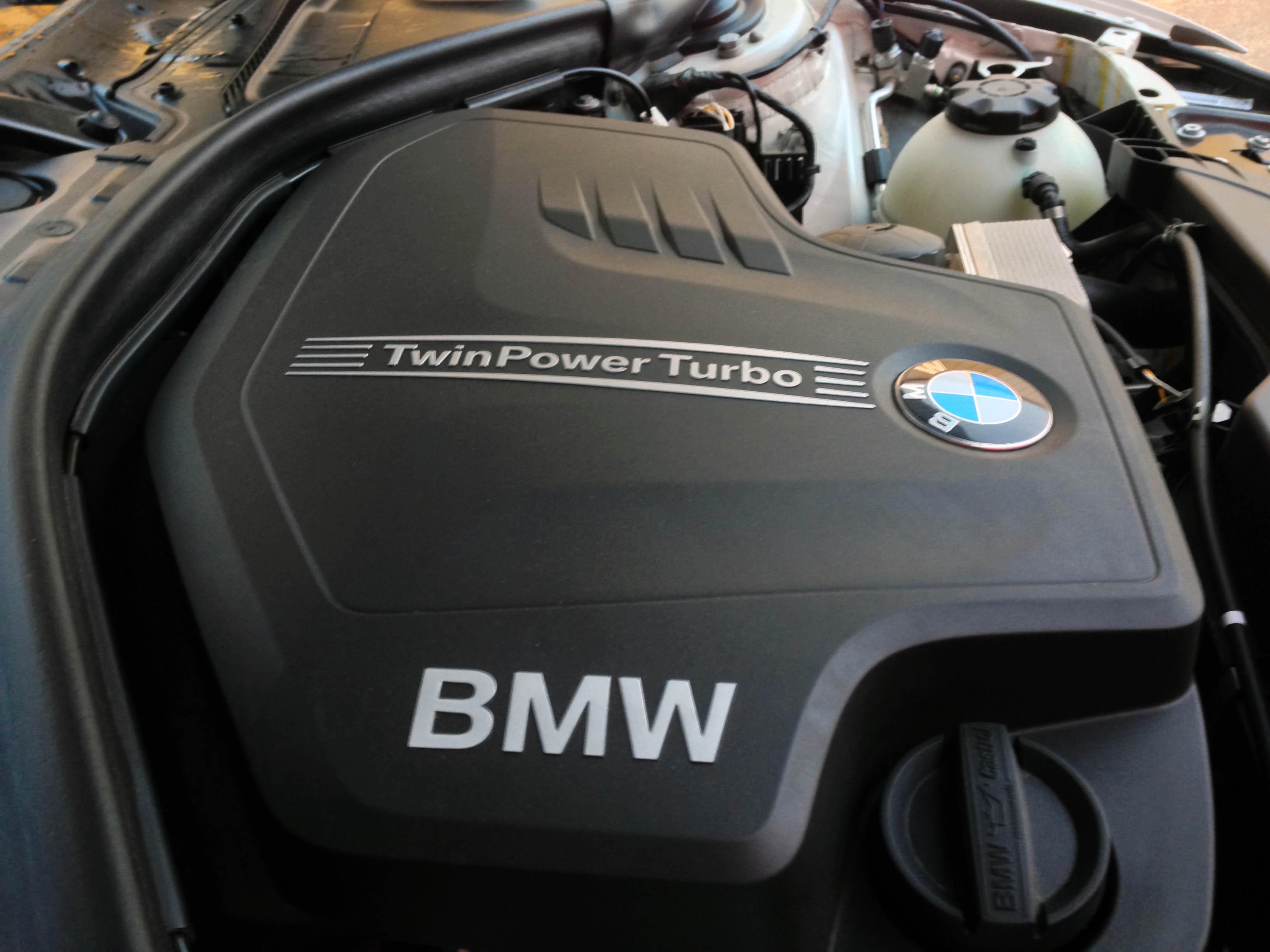 2014-BMW-320i-txgarage-015