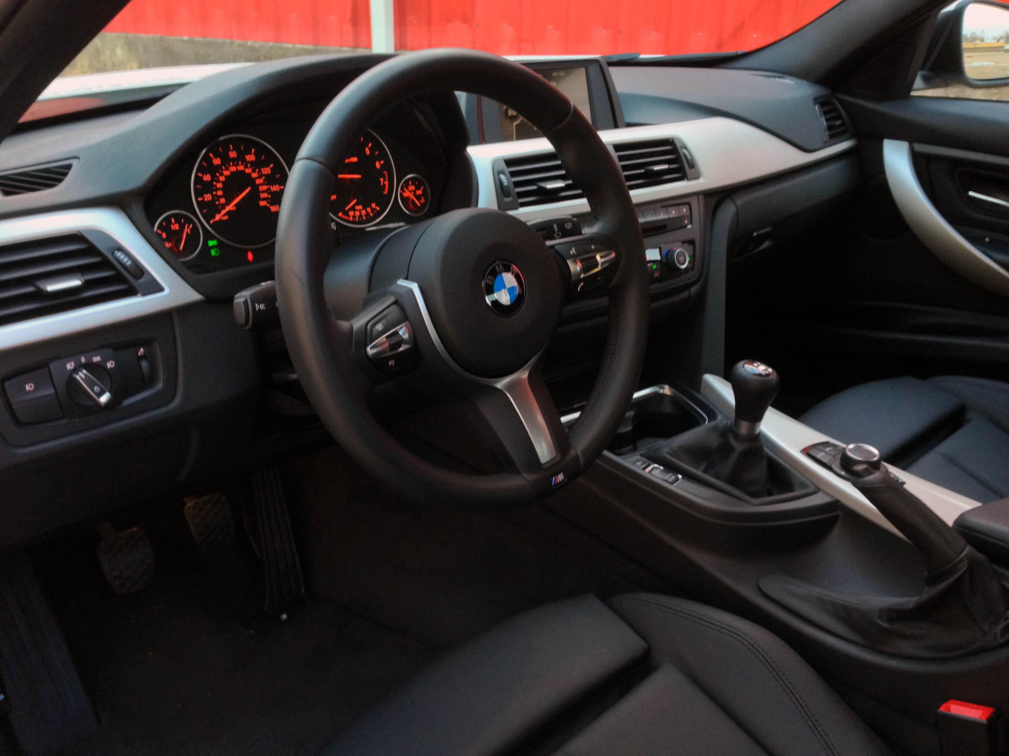 2014-BMW-320i-txgarage-016
