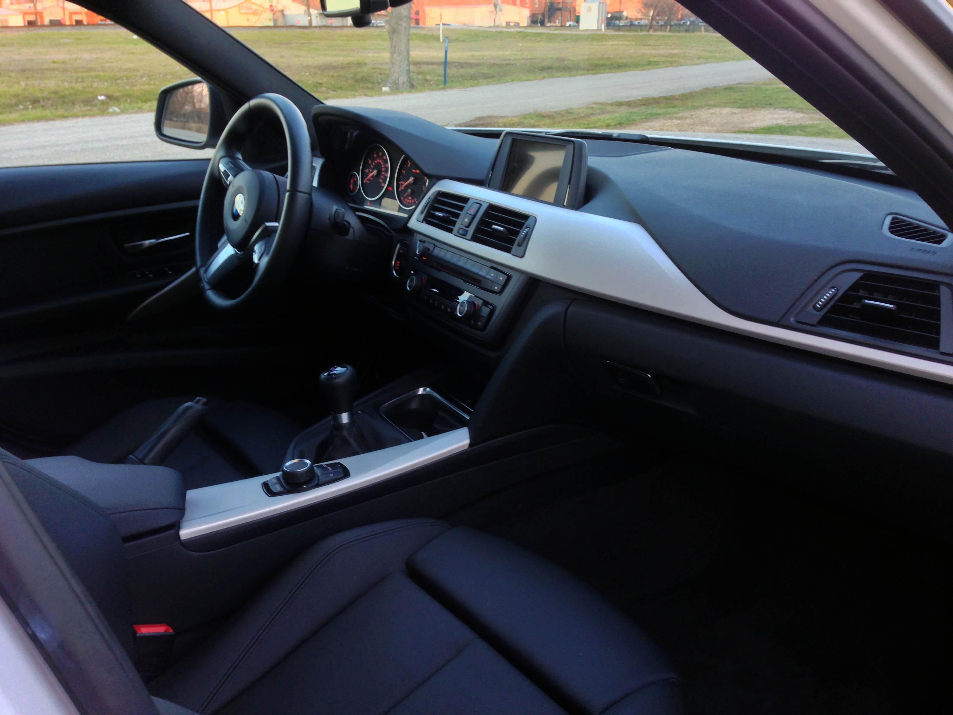 2014-BMW-320i-txgarage-035