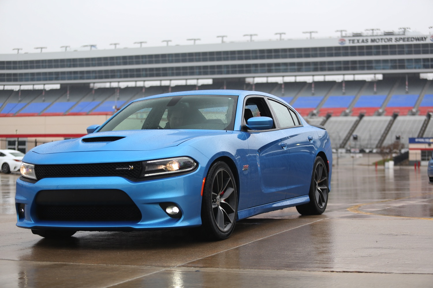 the 2015 dodge charger r t scat pack named the 2015 full size car of texas at the texas auto. Black Bedroom Furniture Sets. Home Design Ideas