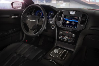 2015-Chrysler-300c-007