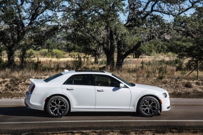 2015-Chrysler-300c-013
