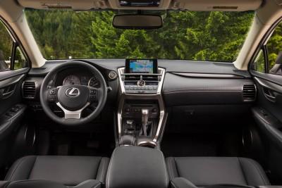 2015_Lexus_NX_200t_010