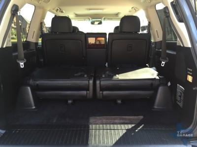 2015-Lexus-LX-570-015