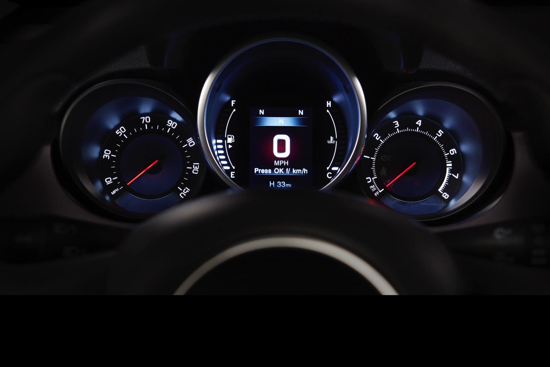 2016-Fiat-500x-003