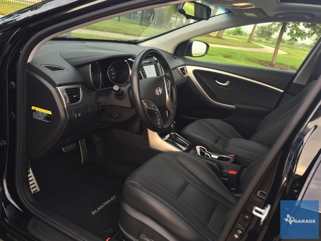 2016-Hyundai-Elantra-GT-037