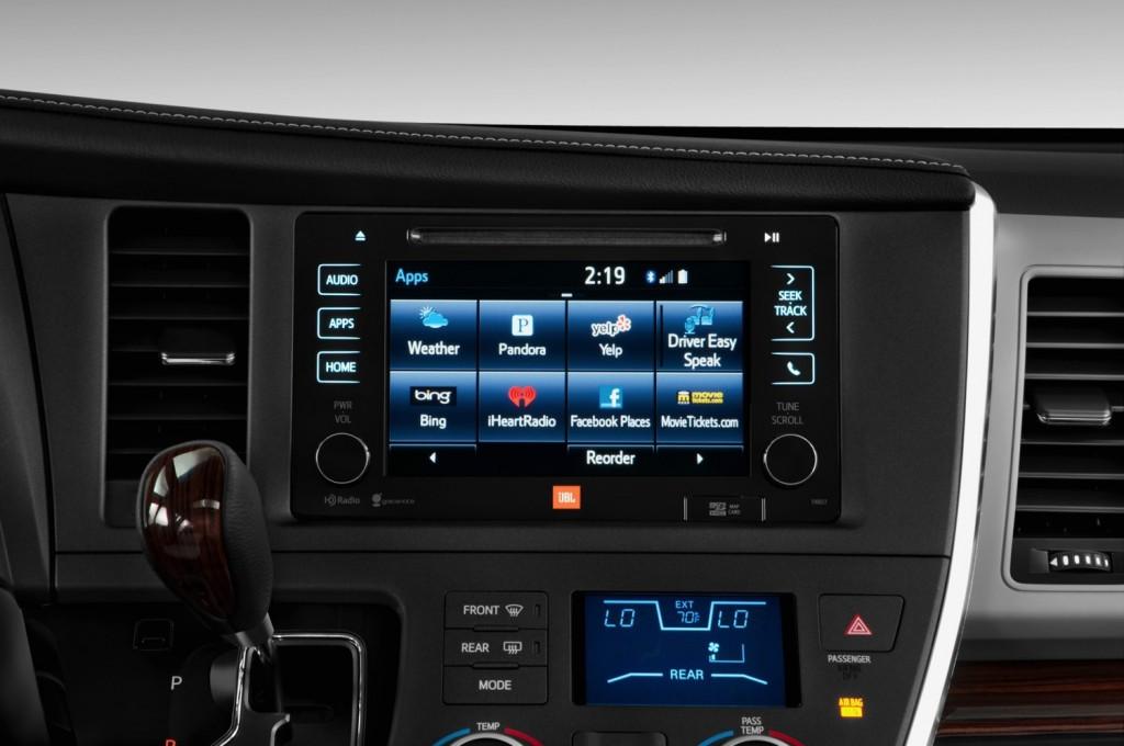 2015-Toyota-Sienna-016
