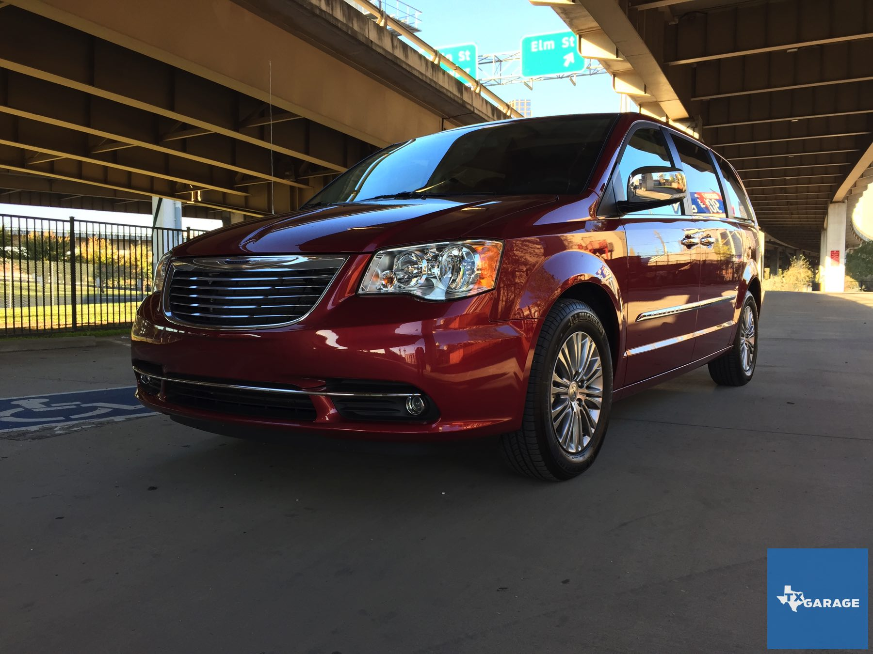 2015 Chrysler Town And Country Txgarage 003