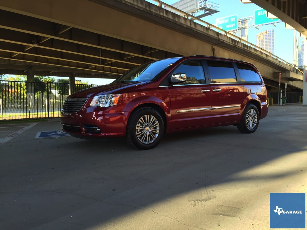 2015-Chrysler-Town-and-Country-txgarage-004