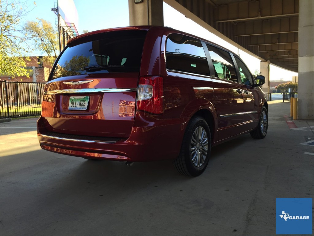 2015-Chrysler-Town-and-Country-txgarage-012