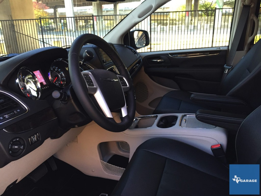 2015-Chrysler-Town-and-Country-txgarage-018