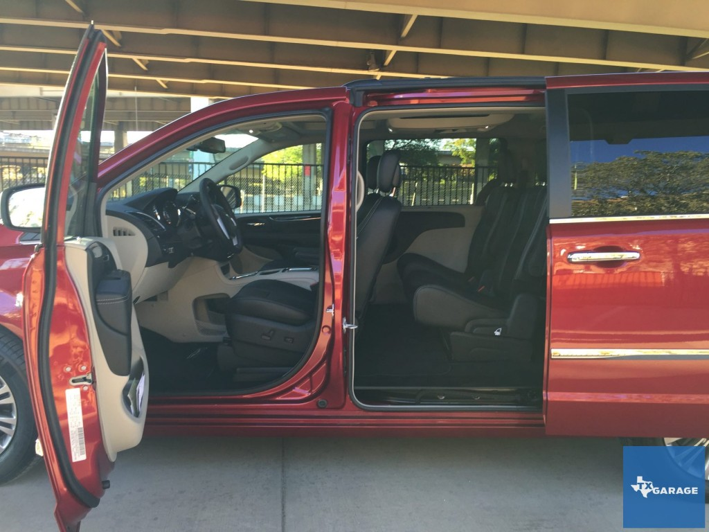 2015-Chrysler-Town-and-Country-txgarage-026
