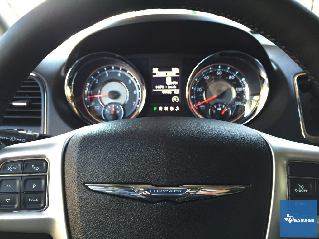 2015-Chrysler-Town-and-Country-txgarage-027
