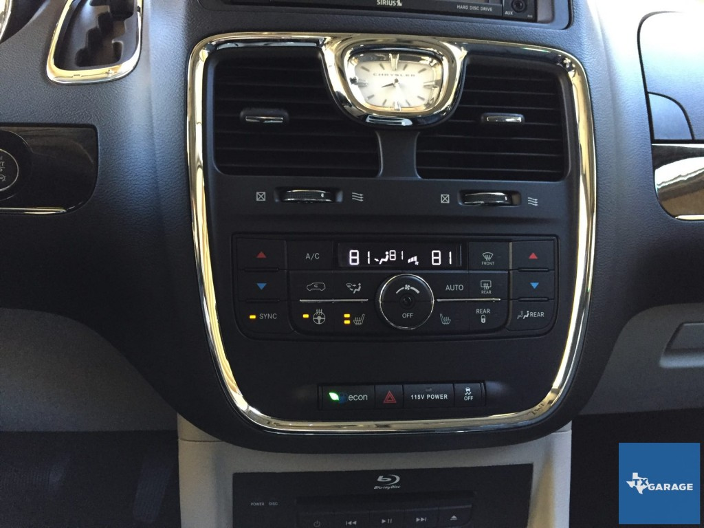 2015-Chrysler-Town-and-Country-txgarage-031