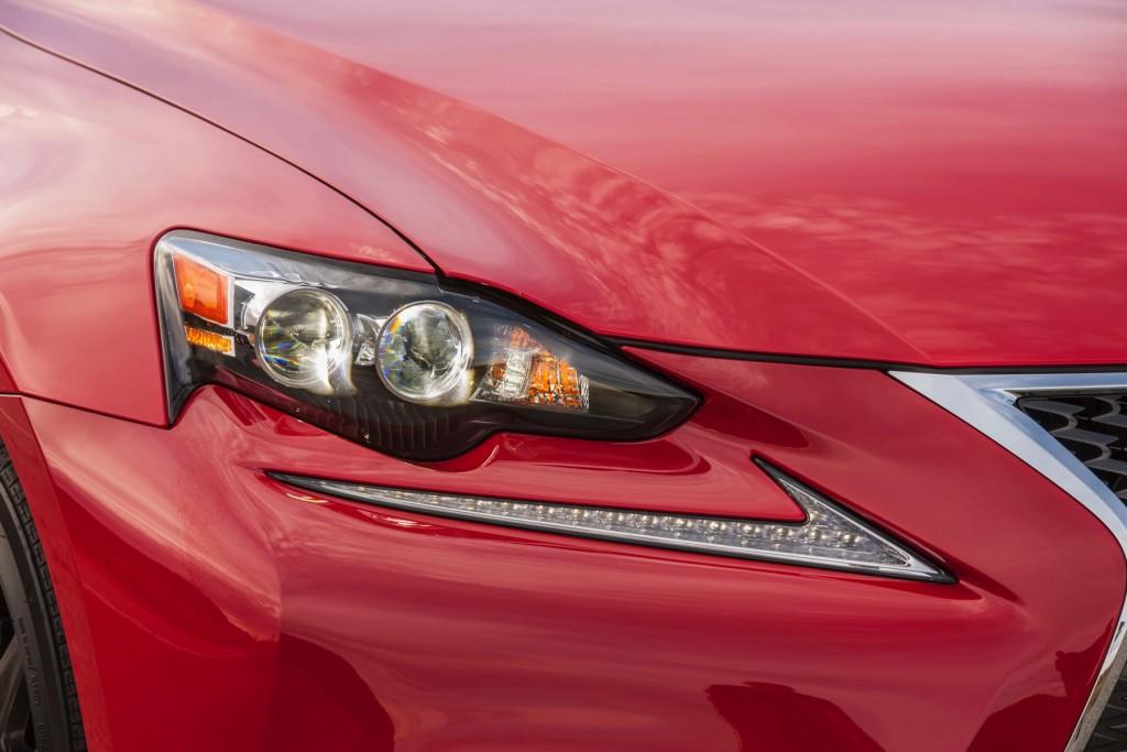 2016_Lexus_IS_200t_F_SPORT_015_6F94DD779A0FC808F959A8C637D439D0B348CC2D
