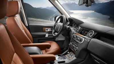 Inside the 2016 Land Rover LR4