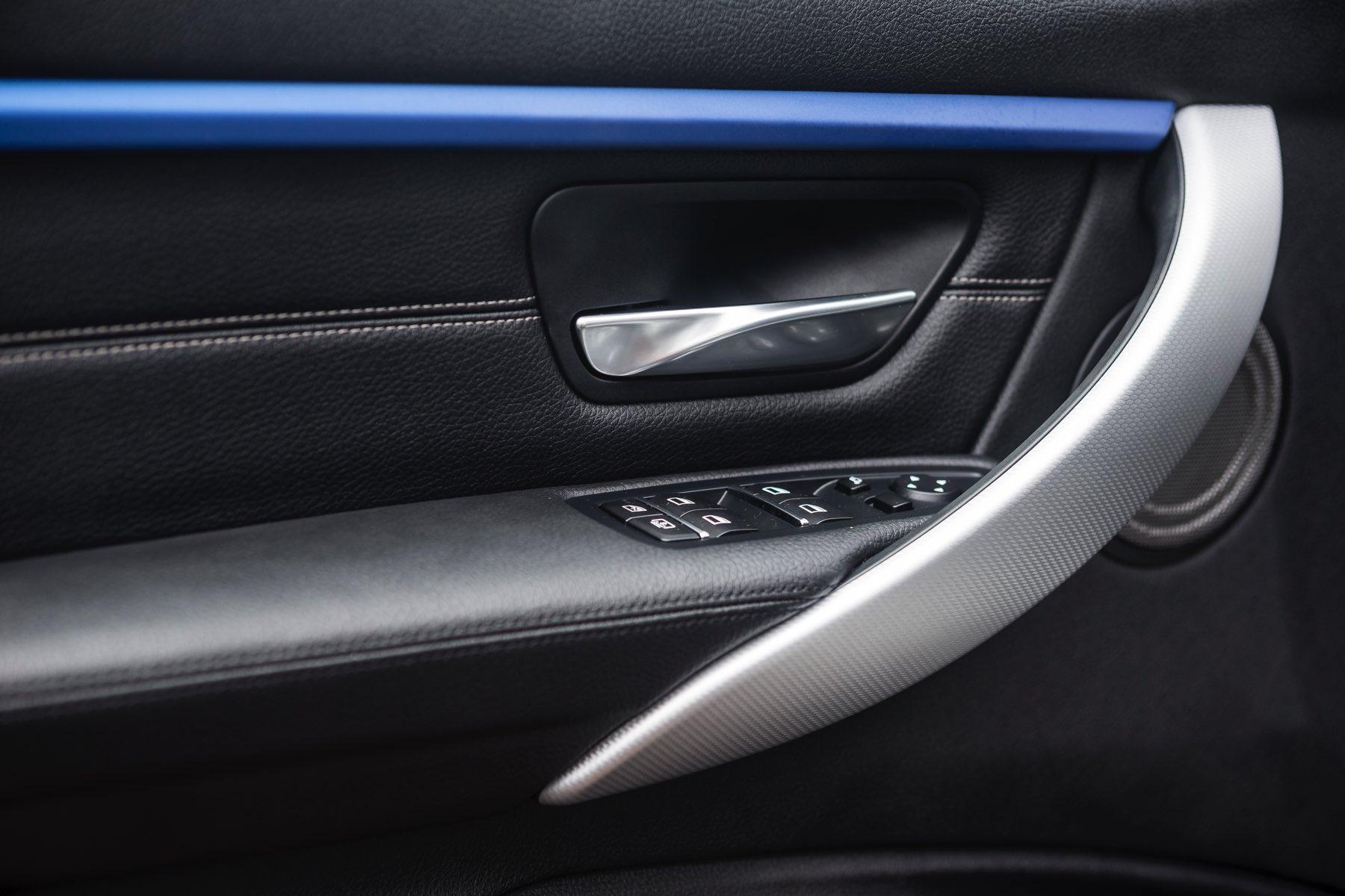 2016-BMW-340i-txGarage-002