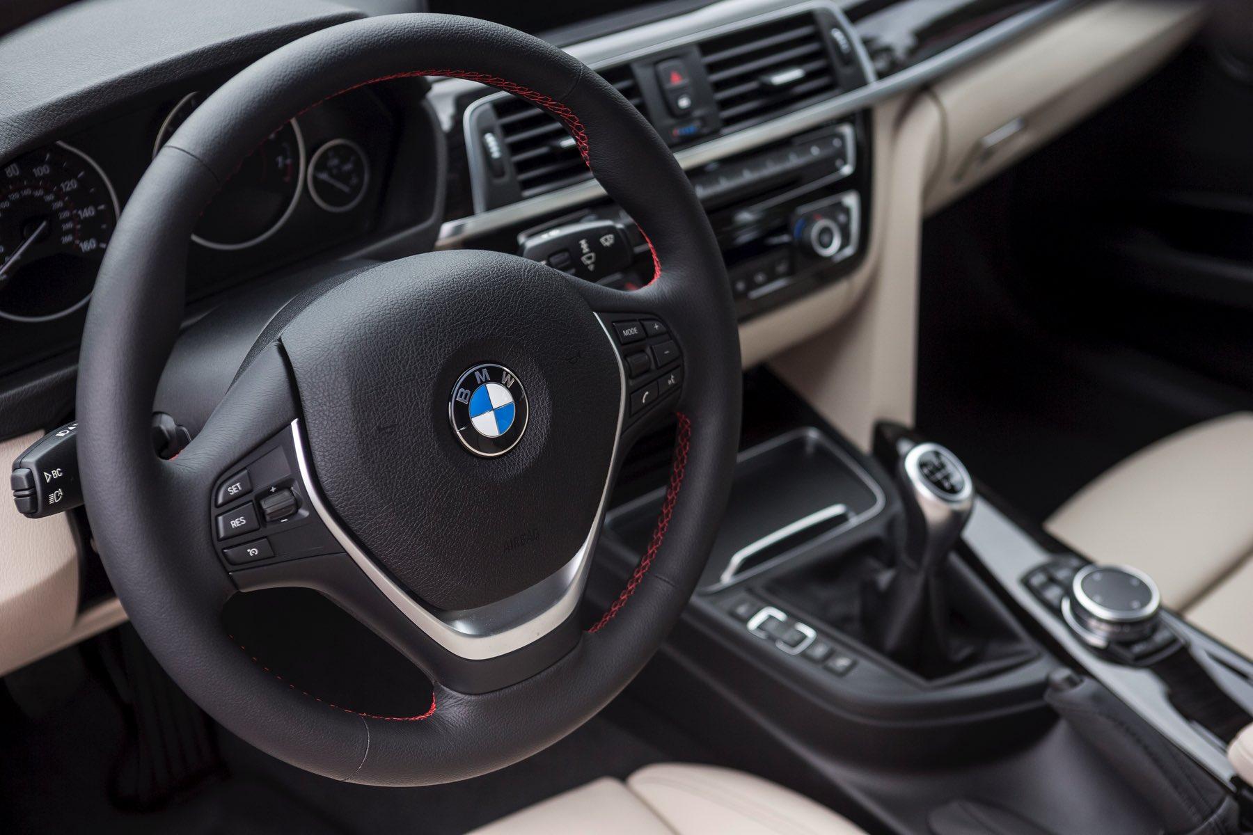 2016-BMW-340i-txGarage-008