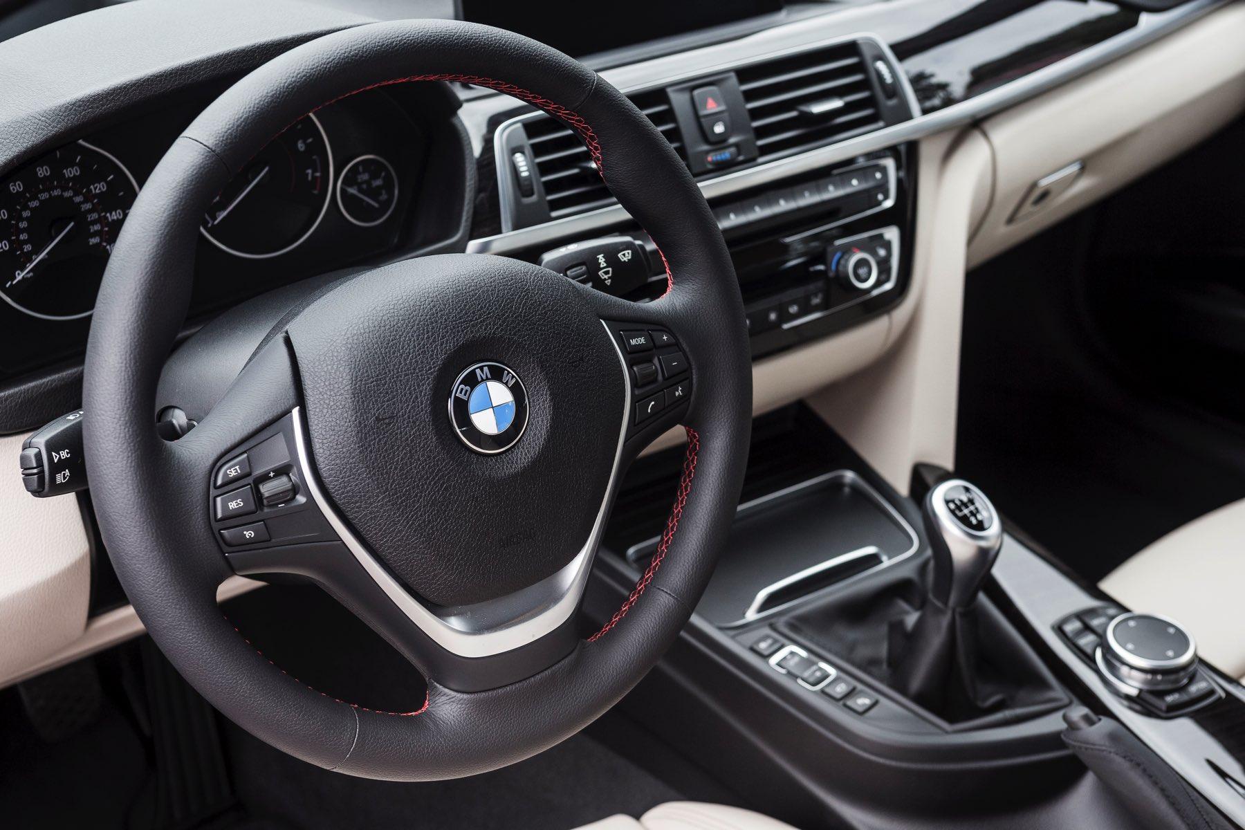 2016-BMW-340i-txGarage-010