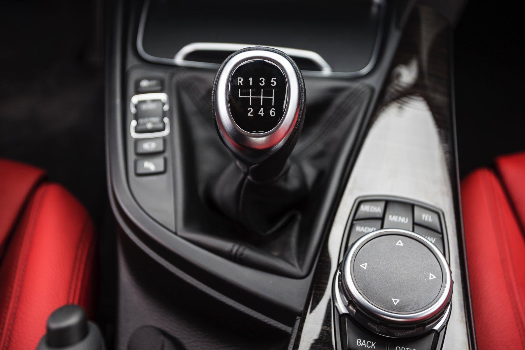 2016-BMW-340i-txGarage-015
