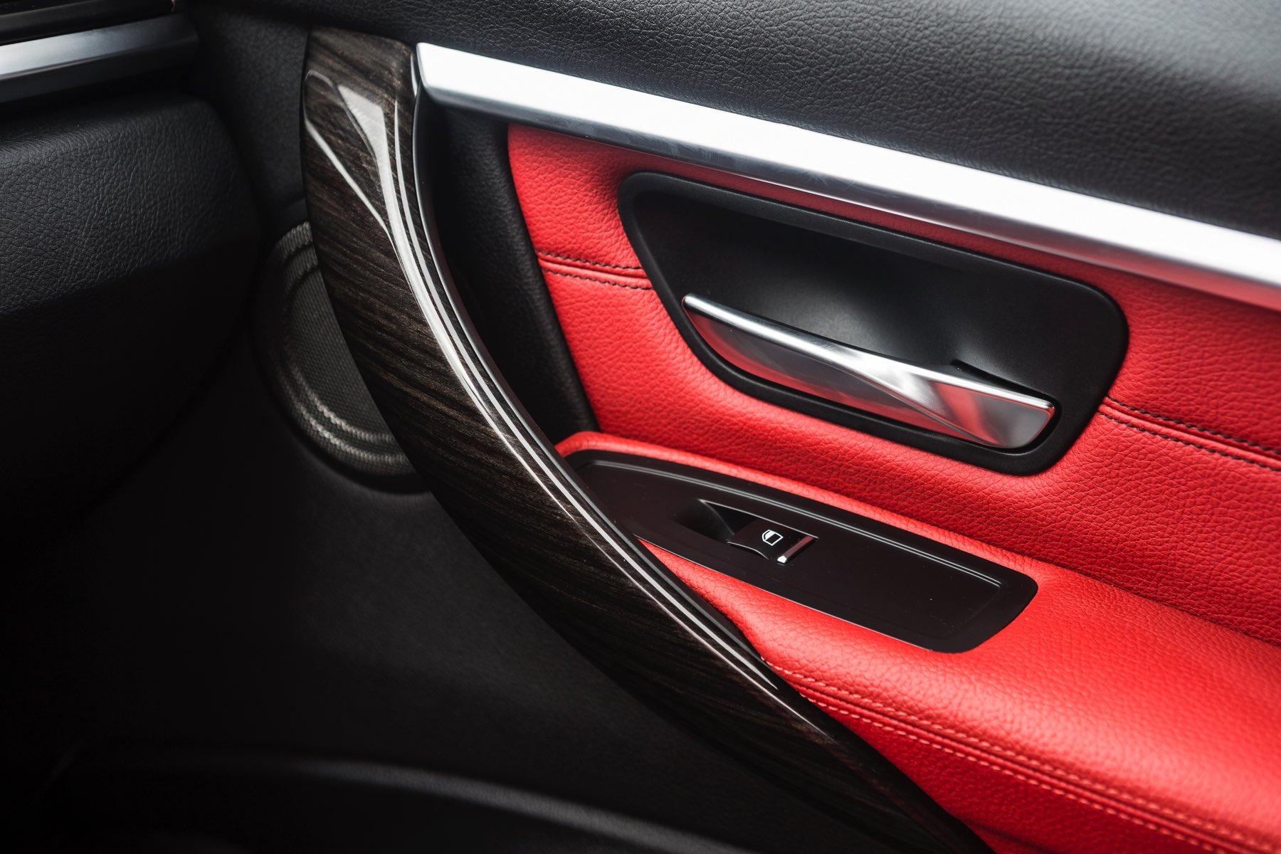 2016-BMW-340i-txGarage-016