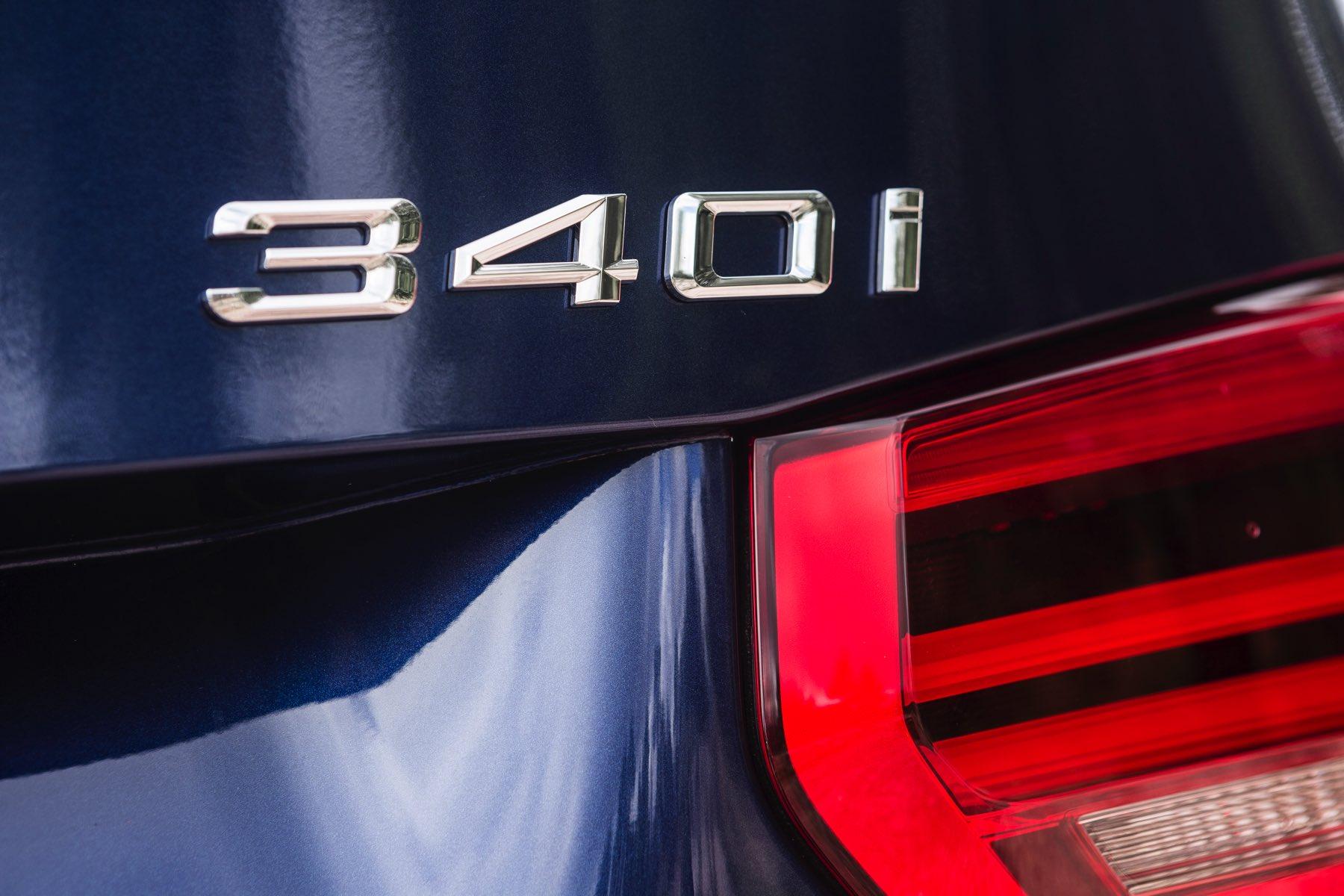 2016-BMW-340i-txGarage-017