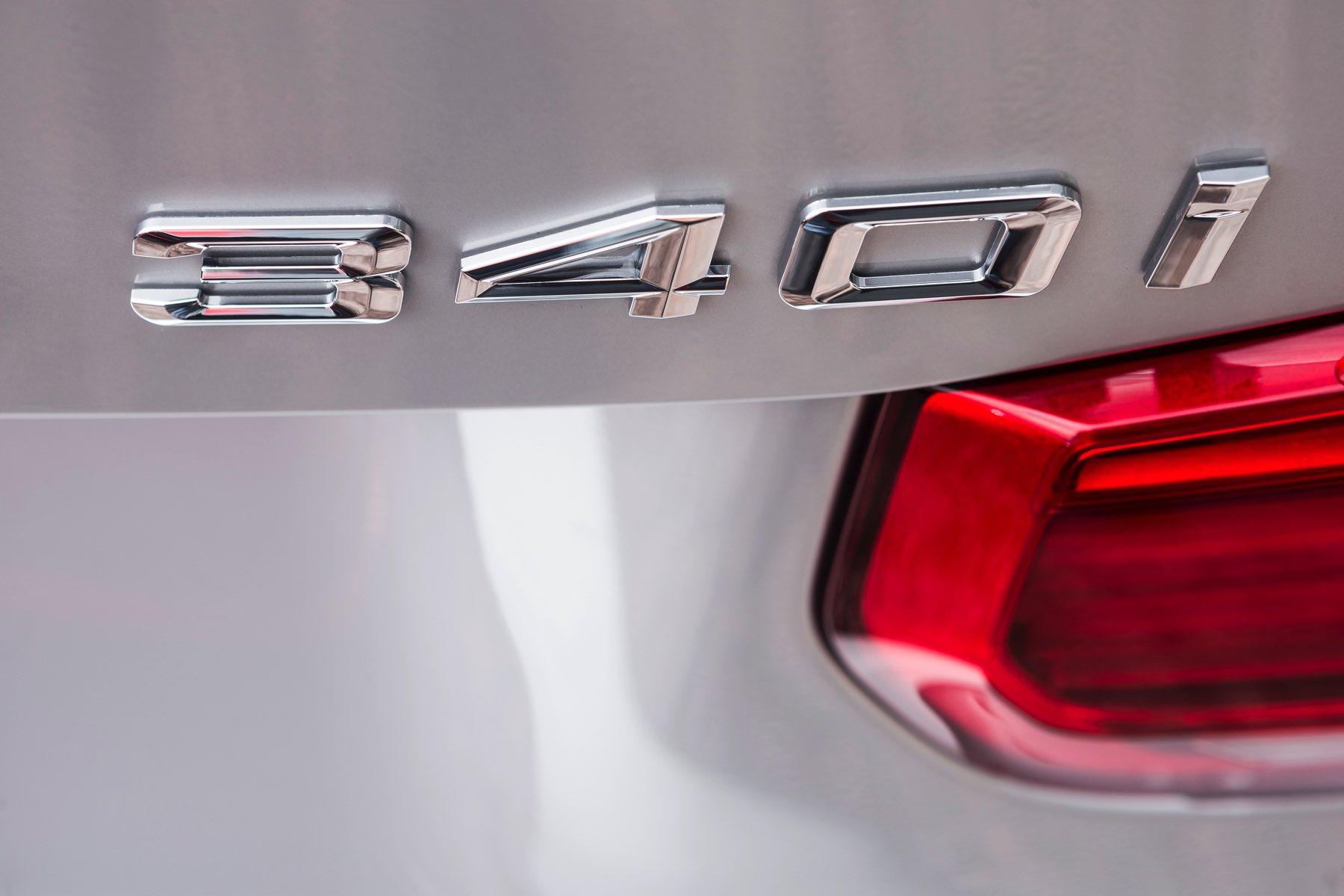 2016-BMW-340i-txGarage-018