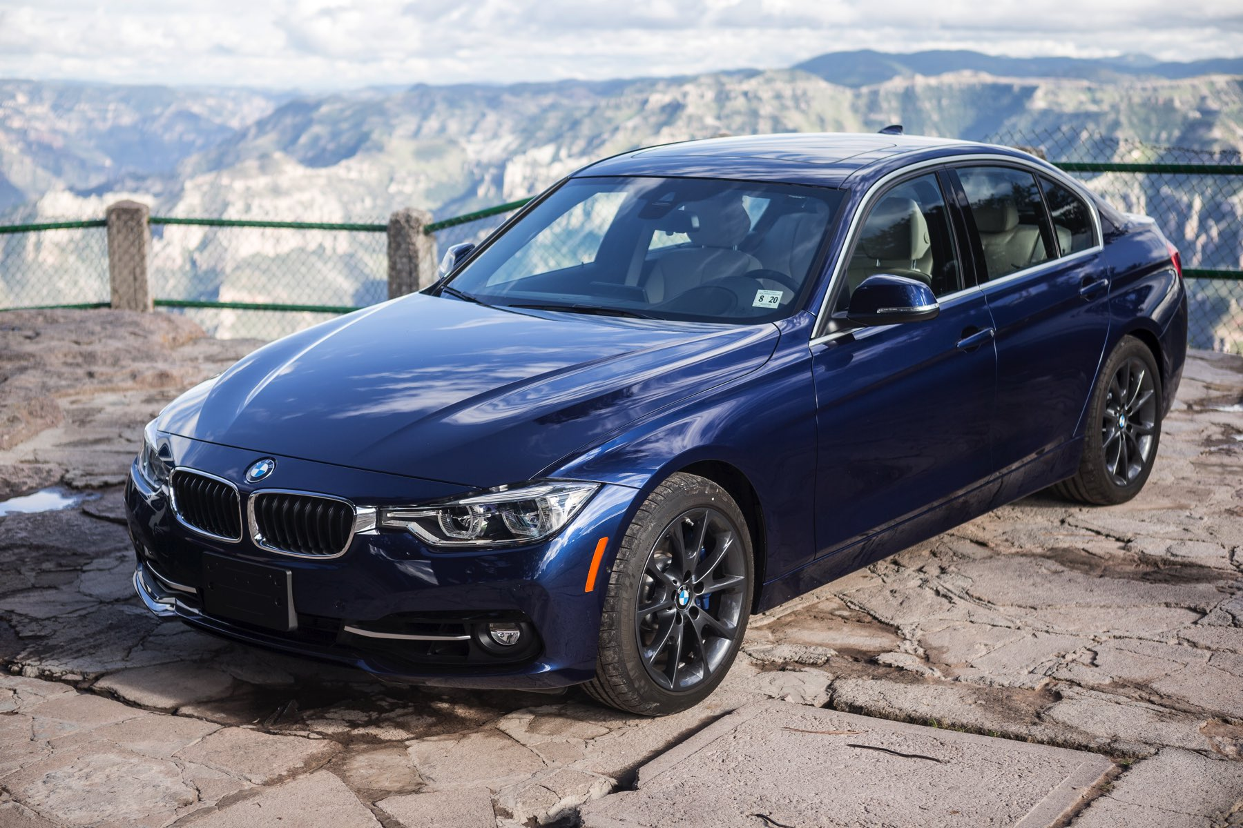 2016-BMW-340i-txGarage-019