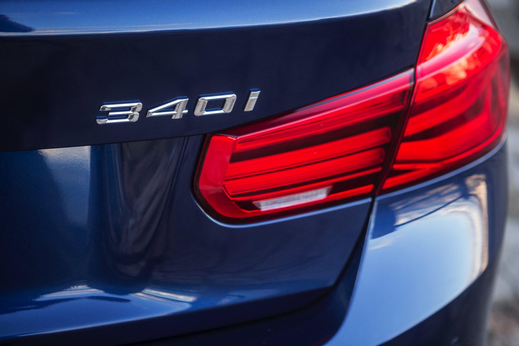 2016-BMW-340i-txGarage-029