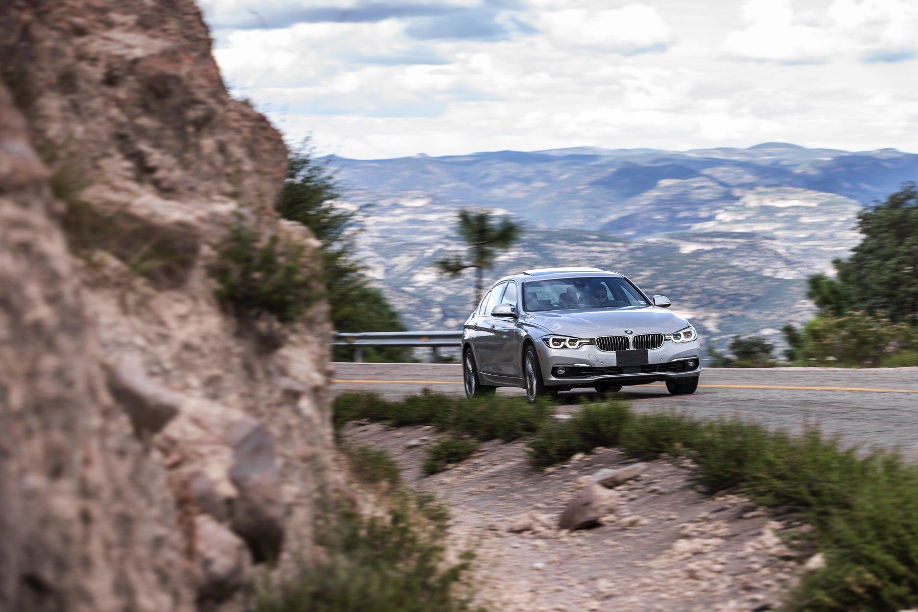 2016-BMW-340i-txGarage-035