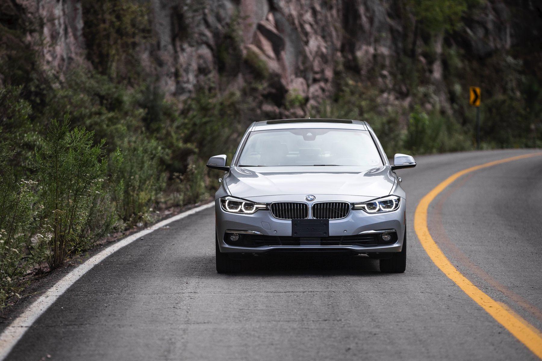 2016-BMW-340i-txGarage-038