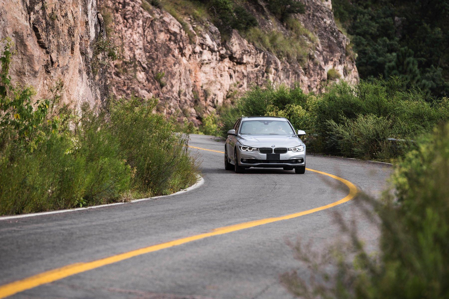 2016-BMW-340i-txGarage-040