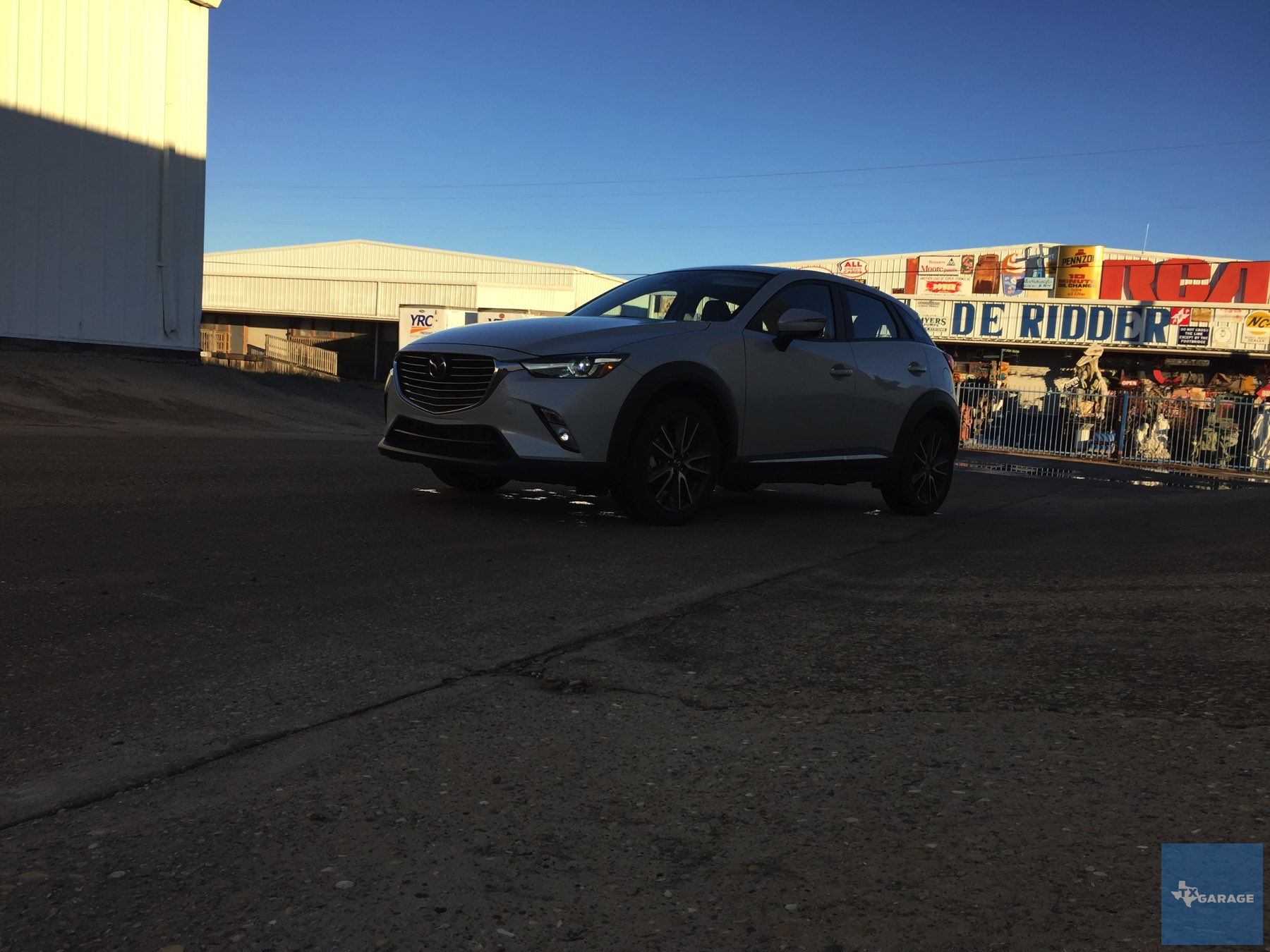 2016-Mazda-CX-3-022