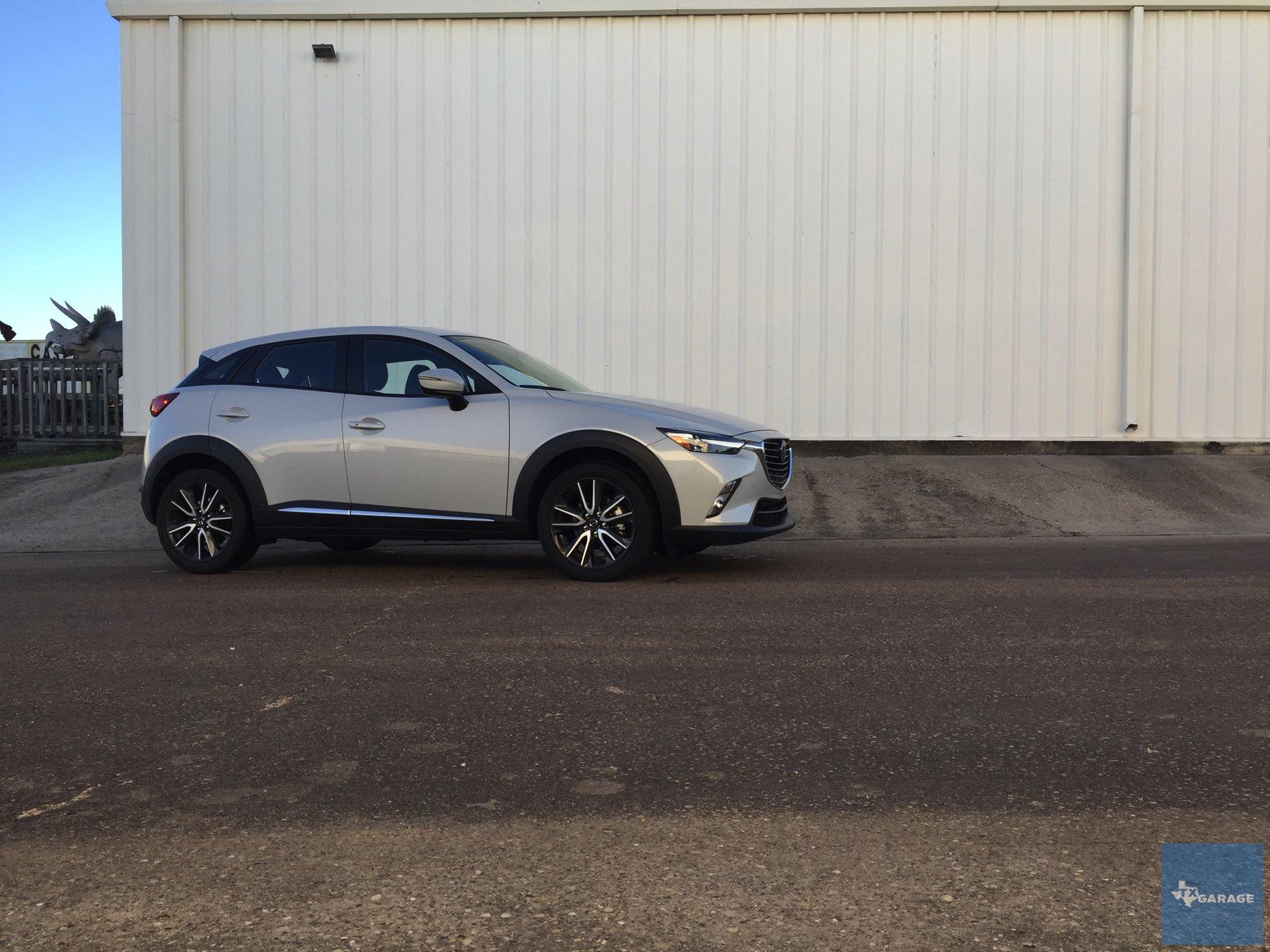 2016-Mazda-CX-3-026